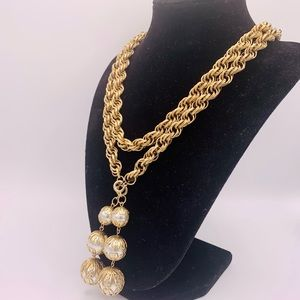 Massive rope chain vintage necklace faux pearls